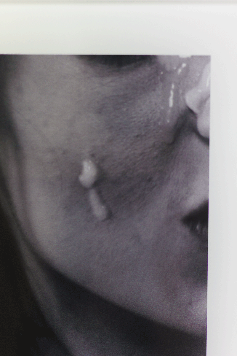 womencrying_website